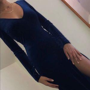 Selling a navy velvet dress from fashion nova.